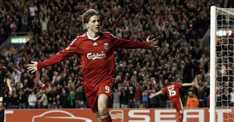 Fernando Torres comemora gol para o Liverpool contra o Benfica pela Liga Europa