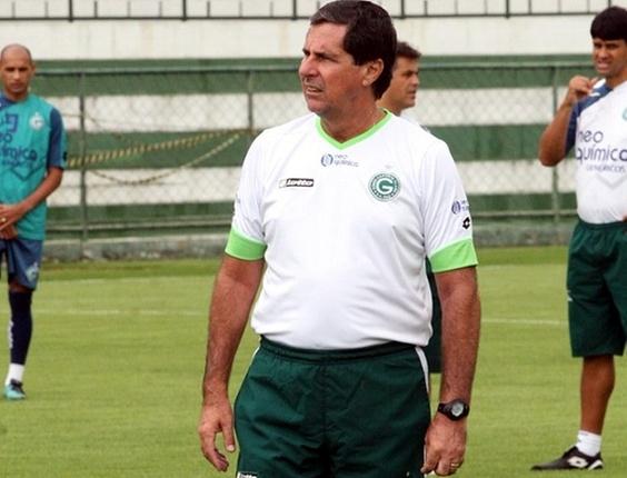 Arthur Neto comanda treino no Goiás
