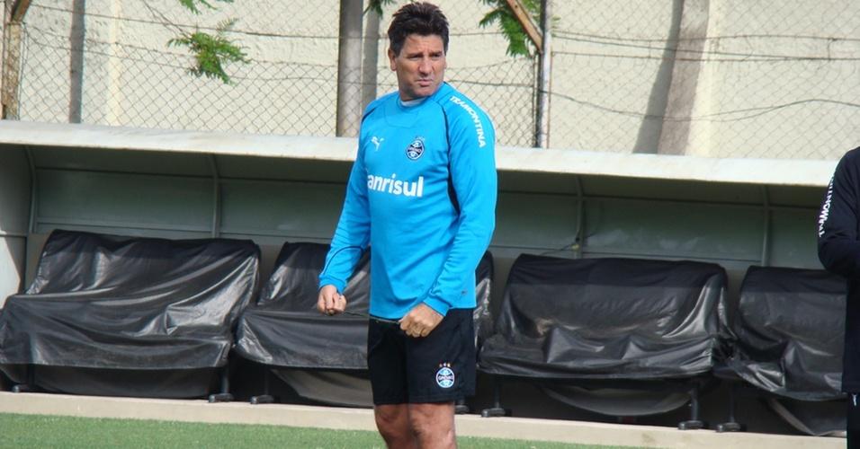 Renato Gaúcho volta a comandar treinamentos no Grêmio