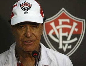 Antônio Lopes, técnico do Vitória, durante entrevista coletiva