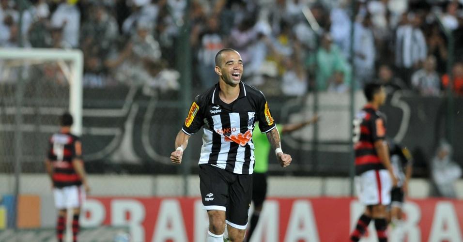 Diego Tardelli comemora gol na vitória do Atlético-MG contra o Flamengo por 4 a 1