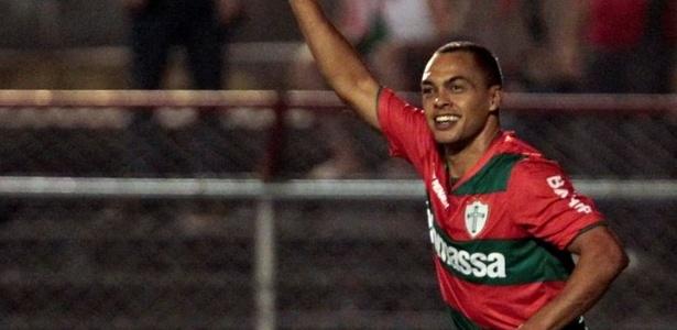 Dodô comemorando um gol pela Portuguesa