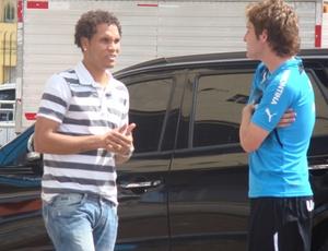 Willian Thiego (e) é um dos jogadores que volta ao Grêmio após uma temporada emprestado no Japão