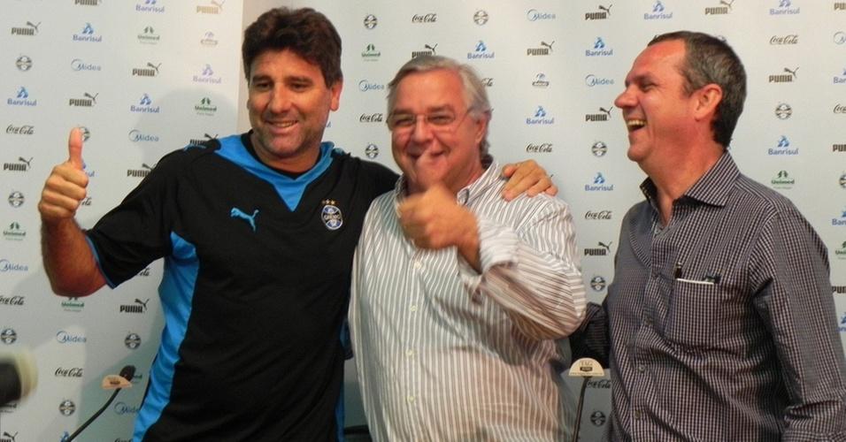 Pose para foto de Renato Gaúcho com contrato renovado no Grêmio