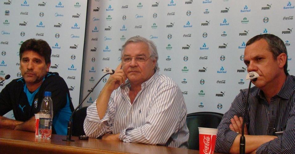 Renato Gaúcho, Paulo Odone e Antonio Vicente Martins em entrevista coletiva do Grêmio