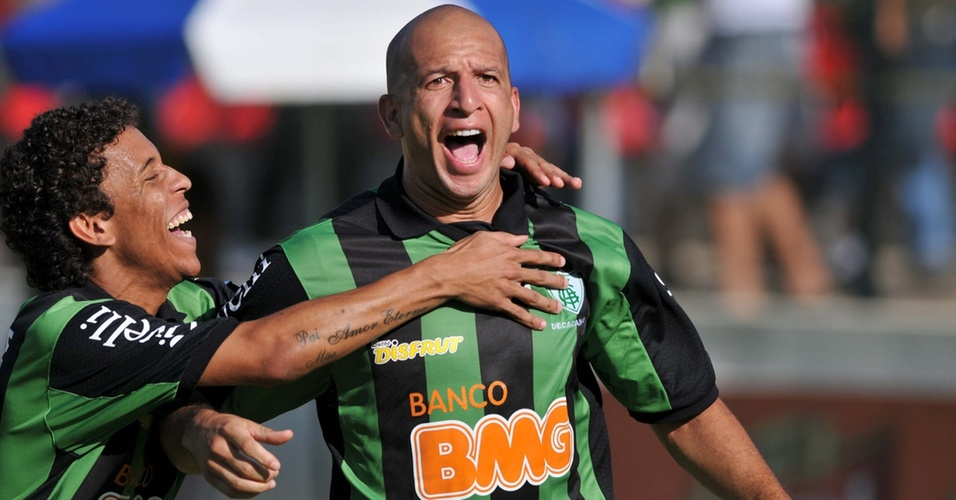 Fábio Júnior comemora seu gol pelo América-MG contra o Sport