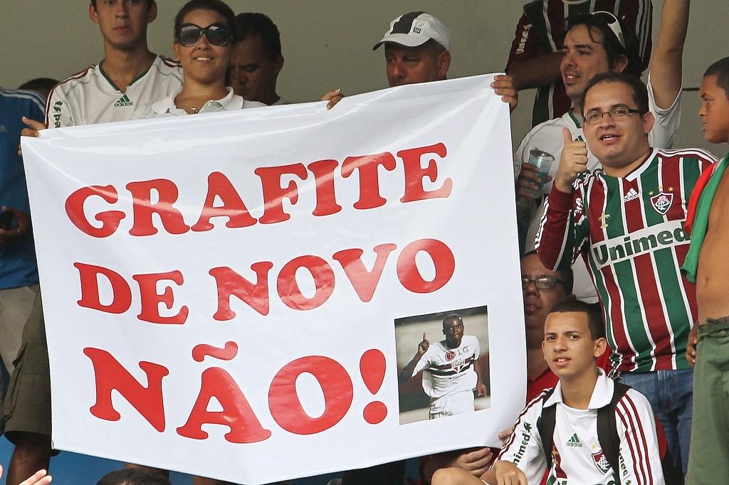 Torcedores do Flu evocam 'caso Grafite' e pedem para São Paulo entregar
