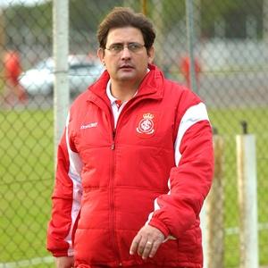 Guto Ferreira na época de auxiliar do Internacional