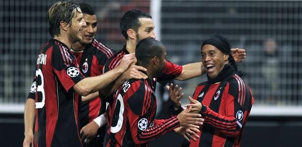Ronaldinho e Robinho aturam juntos no Milan. Um já é ídolo do Atlético o outro busca o mesmo sucesso em Minas - AFP