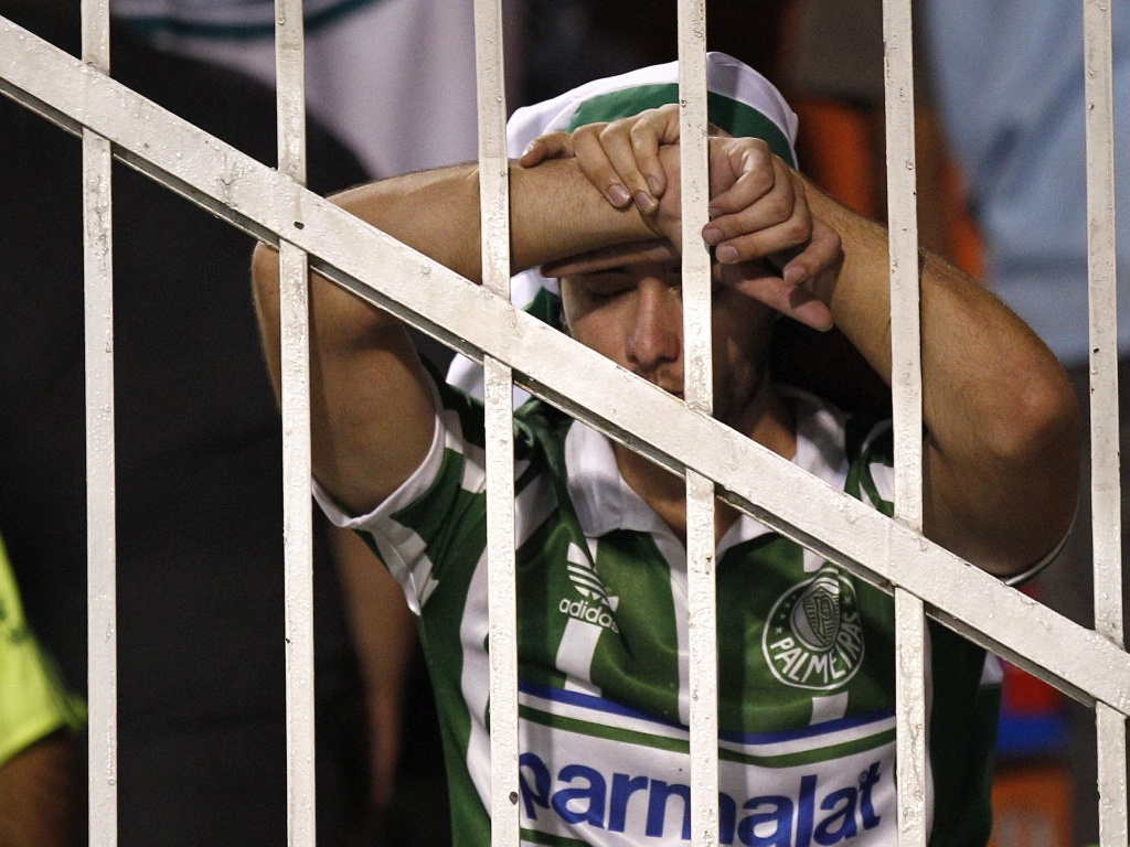 Torcedor do Palmeiras lamenta a eliminação na Copa Sul-Americana