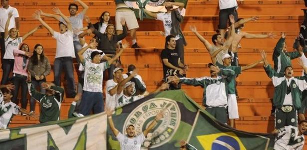 Torcida do Goiás faz festa no Pacaembu depois de ver o time eliminar o Palmeiras na Sul-Americana