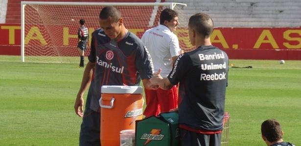Volante Derley e D'Alessandro depois de desentendimento em treino do Inter
