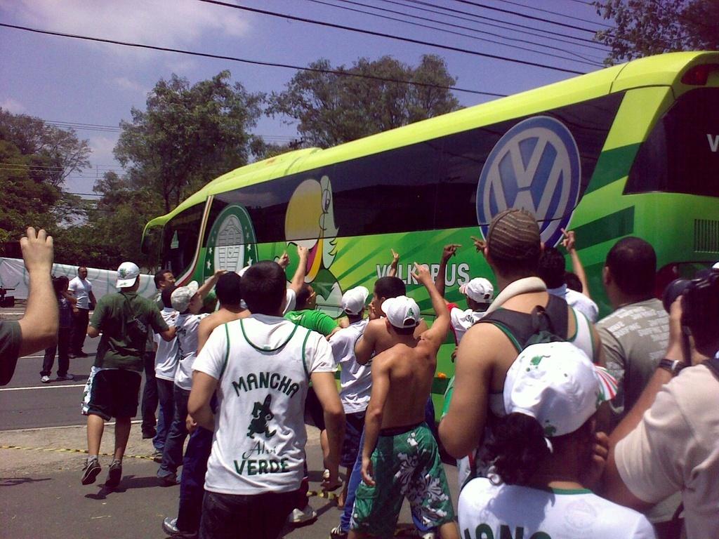 Torcida do Palmeiras fez protesto contra os jogadores e a diretoria na porta do CT