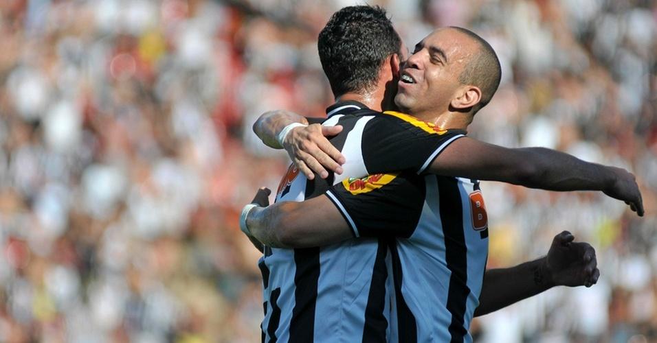 Diego Tardelli comemora o gol marcado por ele na partida entre Atlético-MG e Goiás