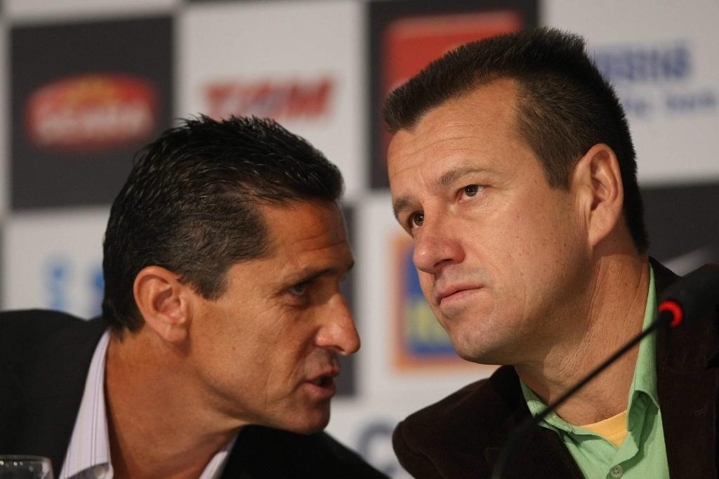 Jorginho e Dunga conversam durante entrevista pela seleção brasileira