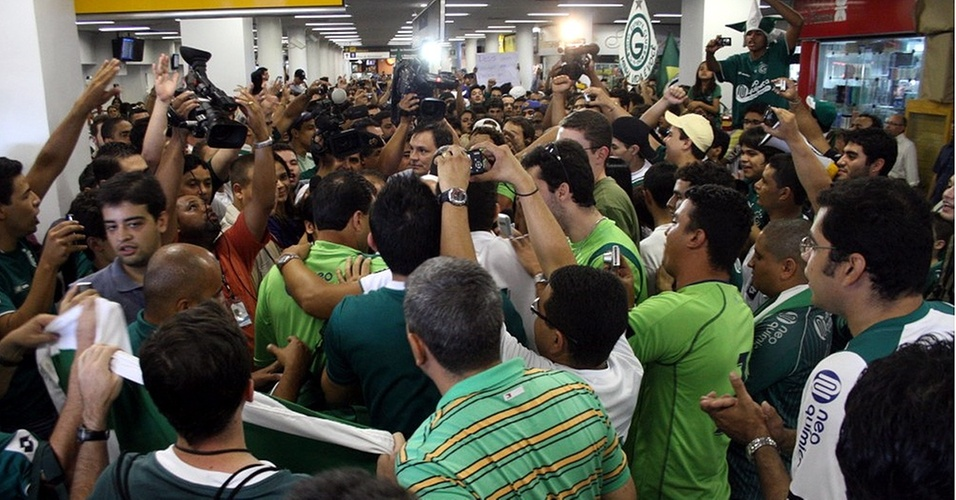 Recepção torcida do Goiás após eliminar Palmeiras