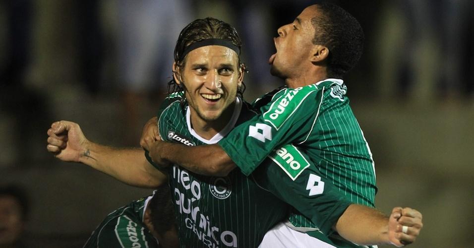 Rafael Moura abre o placar para o Goiás contra o Independiente na partida de ida da final da Copa Sul-Americana
