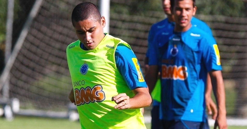 Wellington Paulista durante treino do Cruzeiro