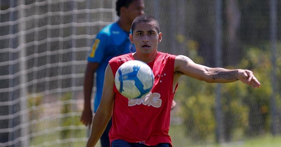 Wellington Paulista no último treino do Cruzeiro, neste sábado