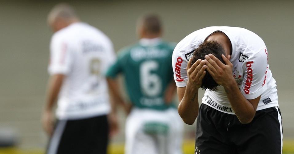 Dentinho lamenta empate do Corinthians com o Goiás no Brasileirão
