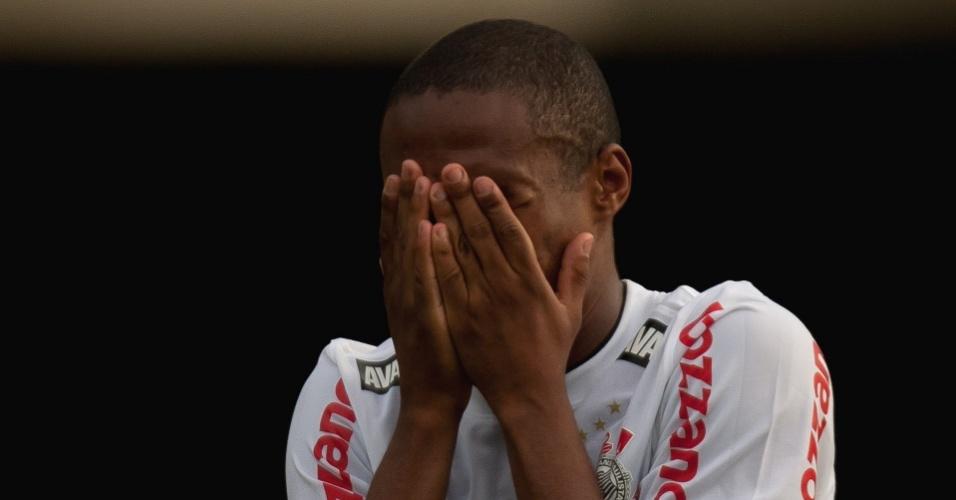 Elias chora após a sua última partida pelo Corinthians