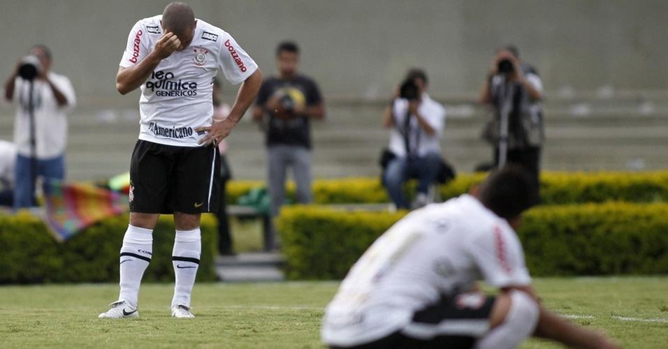 Ronaldo e Dentinho lamentam em empate do Corinthians contra o Goiás