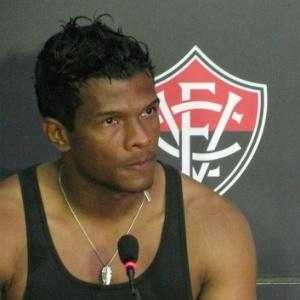 Abalado, Viáfara fala à imprensa após rebaixamento do Vitória