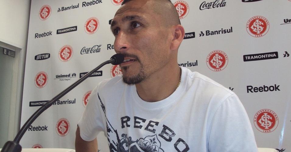 Guiñazu, volante do Inter, em entrevista coletiva