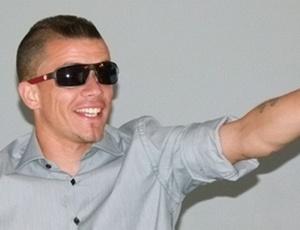 D'Alessandro lança óculos
