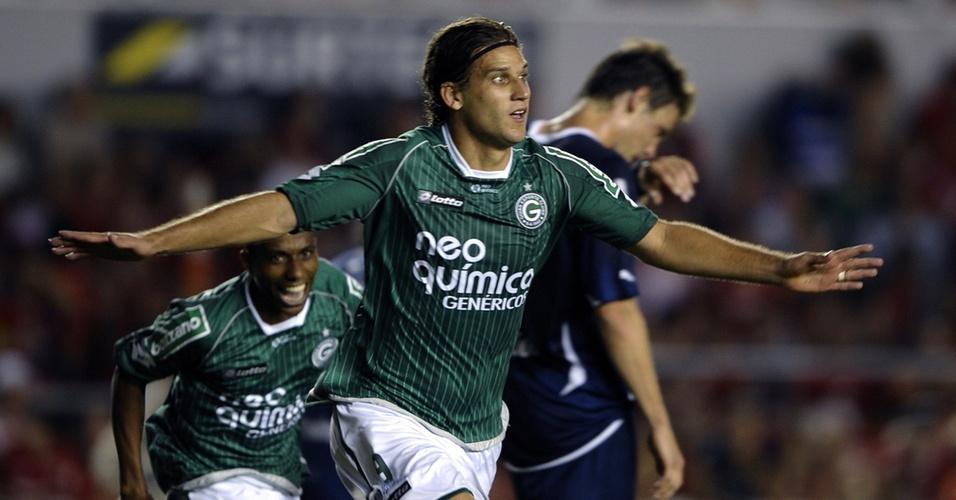 Rafael Moura comemora ao empatar para o Goiás no jogo contra o Independiente em Buenos Aires