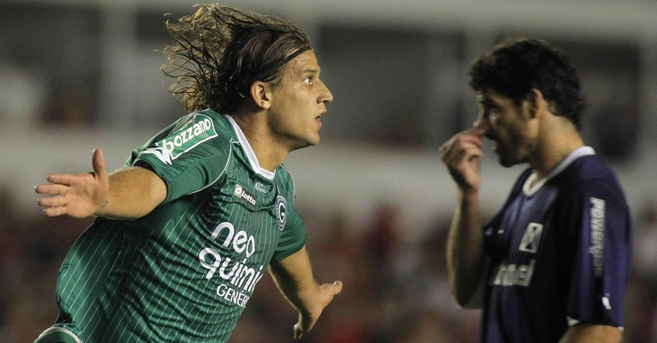 Rafael Moura comemora ao marcar o primeiro gol do Goiás contra o Independiente