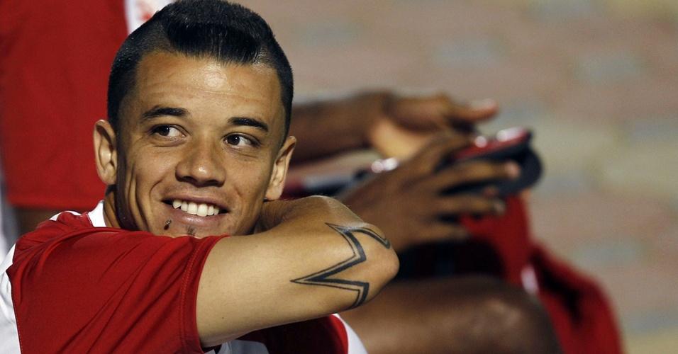 D'Alessandro mostra tatuagem no cotovelo durante treino do Inter em Abu Dhabi