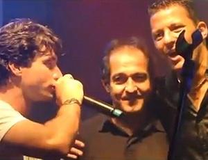 Muricy Ramalho (c) e Washington (d) cantam durante festa do Fluminense