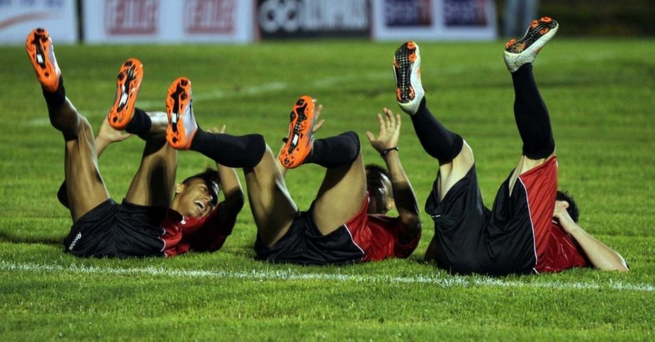 Neymar e Dentinho fazem comemoração