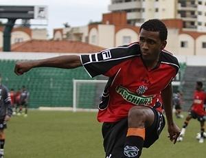 Zagueiro João Filipe (foto) está próximo do Flamengo, enquanto meia Vander já foi contratado