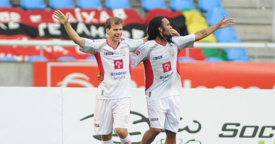 Projeto do milésimo gol de Túlio Maravilha ganha o apoio de Romário -  26 12 2010 - UOL Esporte 864b2c6e9b78f