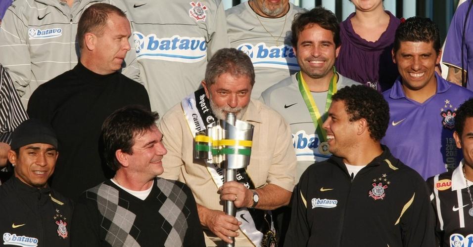 Lula recebe o time do Corinthians após a conquista da Copa do Brasil de 2009