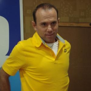 Kleiton é o treinador da seleção brasileira feminina. Ele foi demitido do Santos na semana passada
