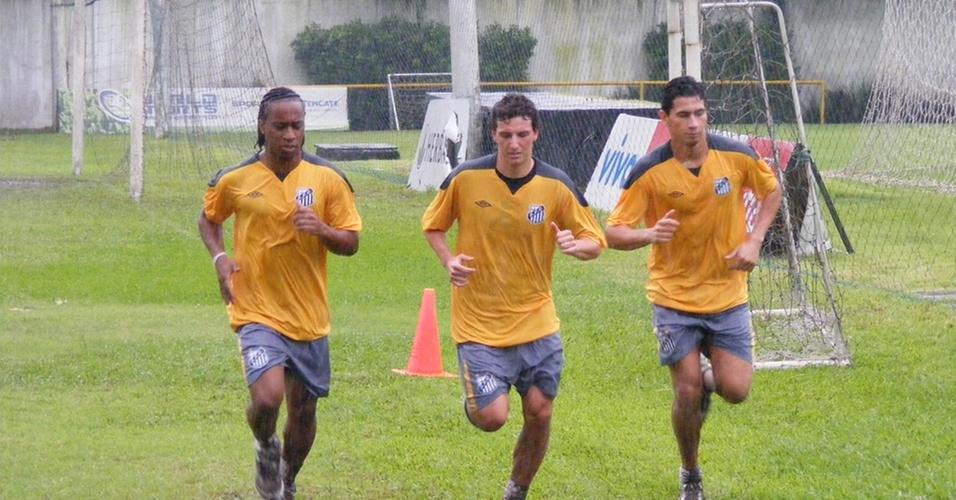 Arouca (esquerda) Elano (centro) e Ganso (direita) em treino no CT Rei Pelé
