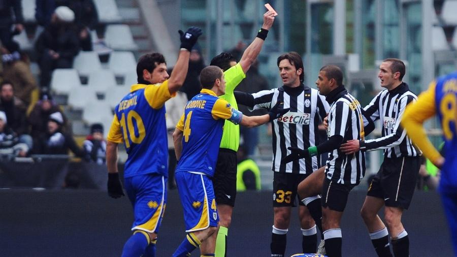 Felipe Melo é expulso durante jogo entre Juventus e Parma - Getty Images