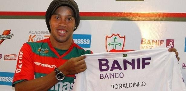 Montagem com Ronaldinho vestindo a camisa da Portuguesa