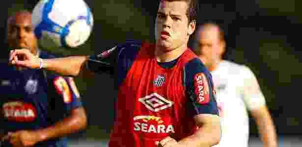 Tiago Luís foi revelado na Vila Belmiro - Santos F.C (Divulgação)