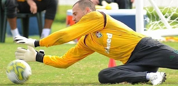 Diego Cavalieri faz defesa em treino do Fluminense