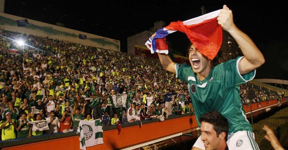 Valdivia e o goleiro Bruno comemoram com a torcida o título do Palmeiras no Campeonato Paulista 2008