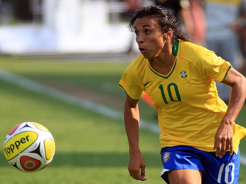 Marta em ação durante jogo da seleção brasileira em São Paulo