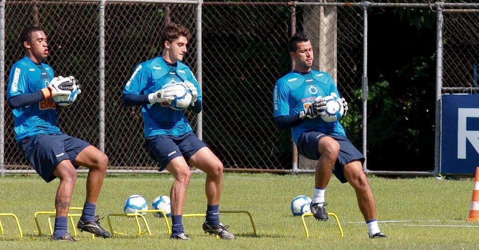Goleiro Fábio treina forte na pré-temporada do Cruzeiro