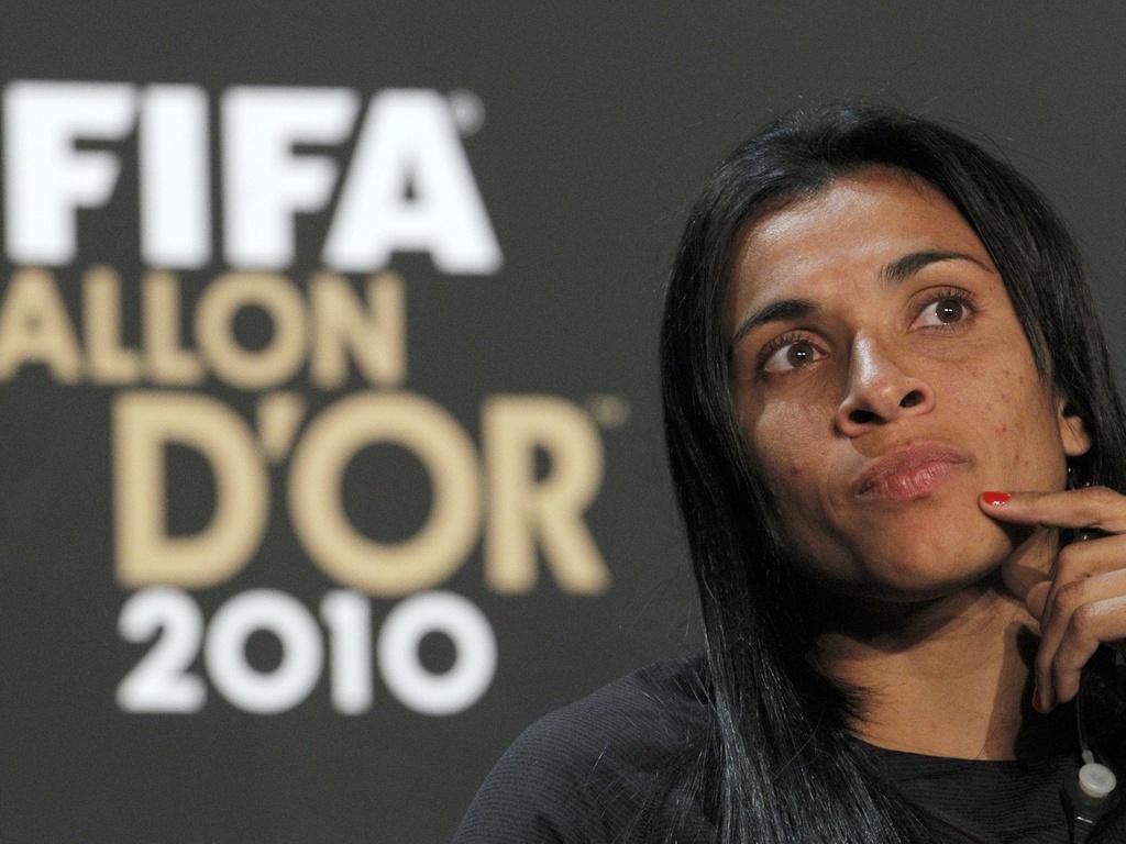 Marta em coletiva do prêmio de Melhor do Mundo da Fifa de 2010, em Zurique