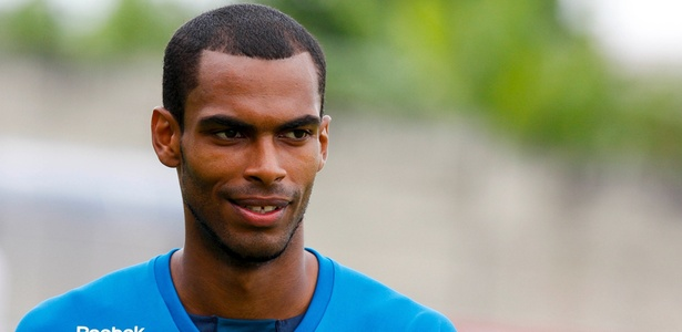 Naldo, que disputou o último Brasileirão pelo Cruzeiro, é novo jogador do Grêmio