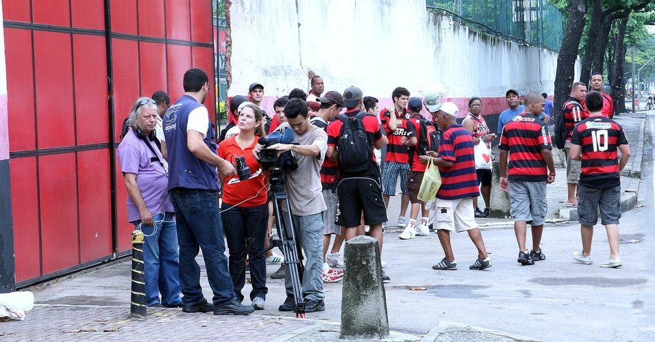 Movimentação de imprensa e torcida par apresentação de Ronaldinho no Flamengo