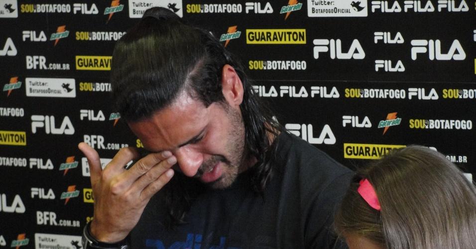 Leandro Guerreiro chora na sua despedida do Botafogo